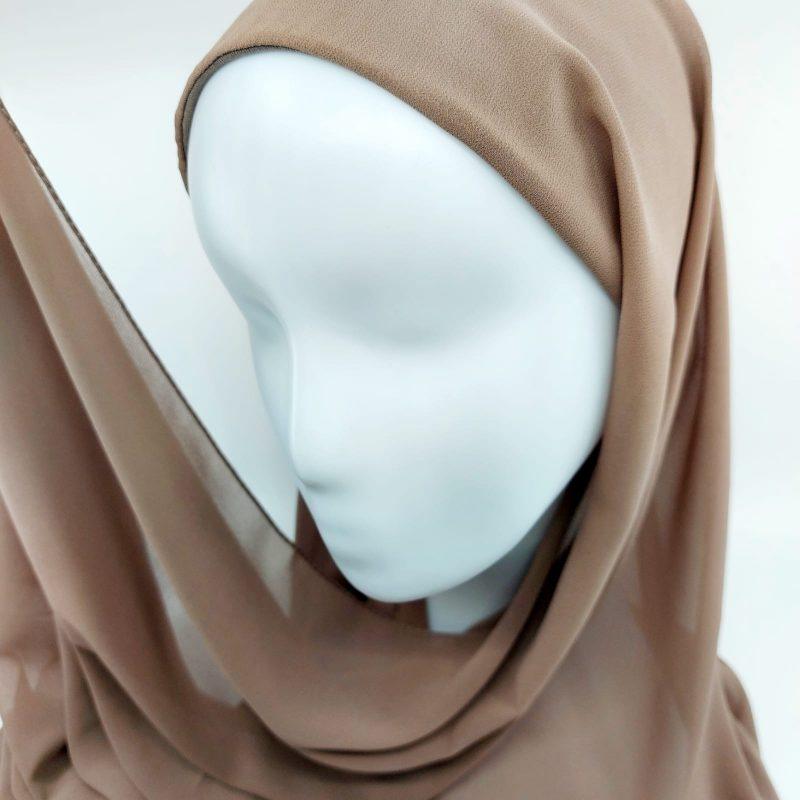 hijab taupe sedef a enfiler